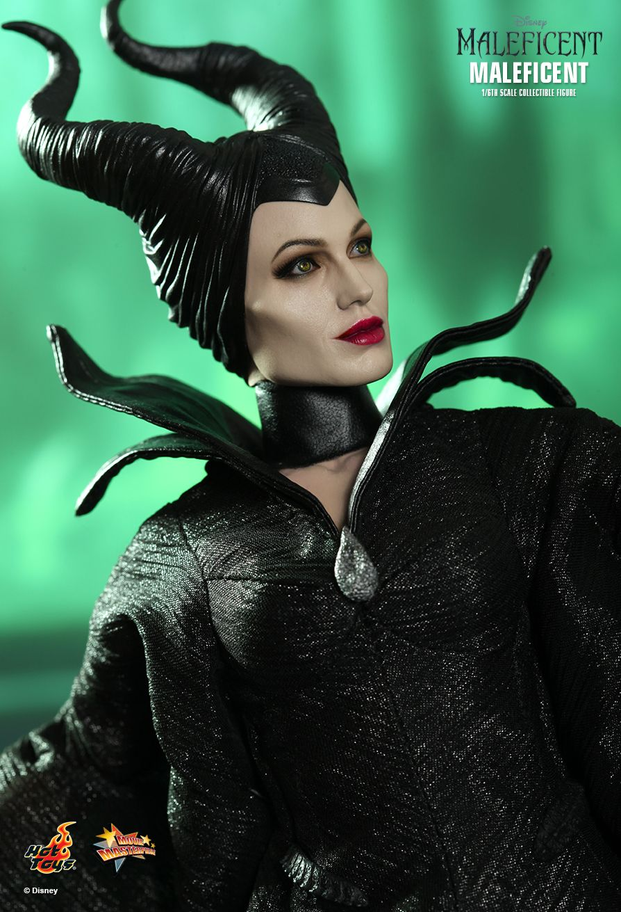 Hot-Toys-Maleficent-angelina-jolie-01